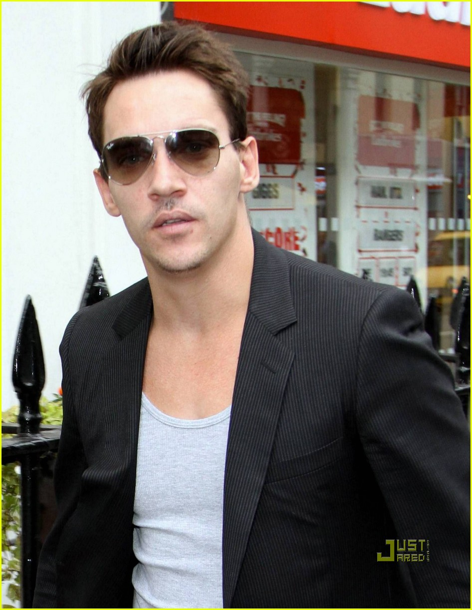 jonathan rhys meyers london shopping spree 05