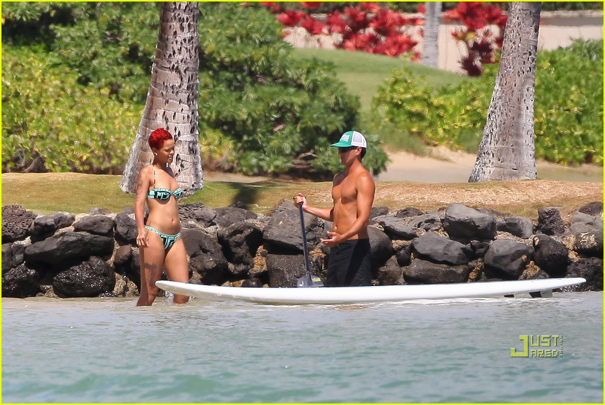 rihanna bikini hawaii 07