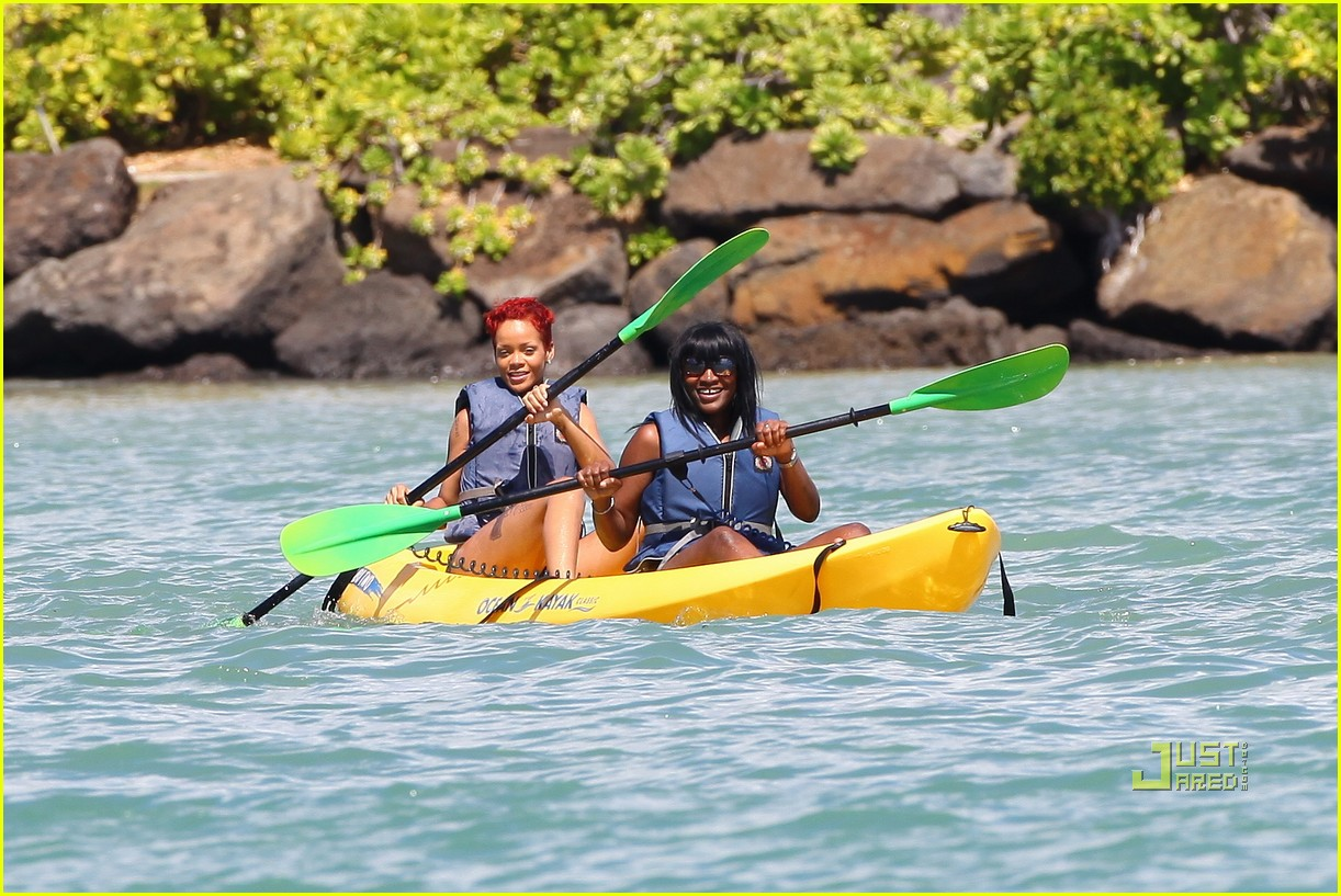 rihanna bikini hawaii 11