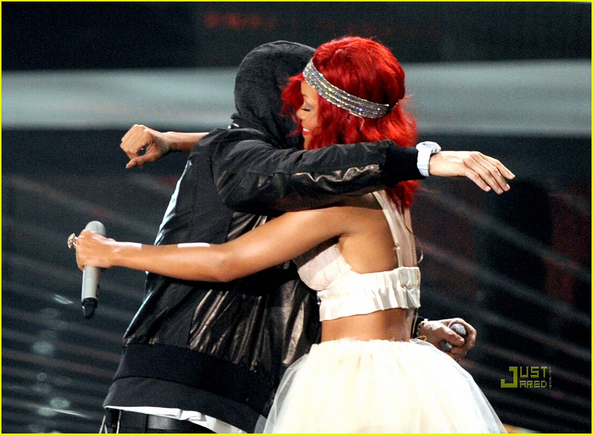 rihanna eminem vmas performance 01