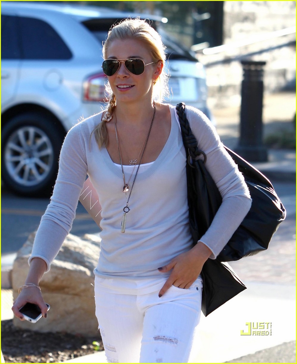 leann rimes errands malibu white pants 06