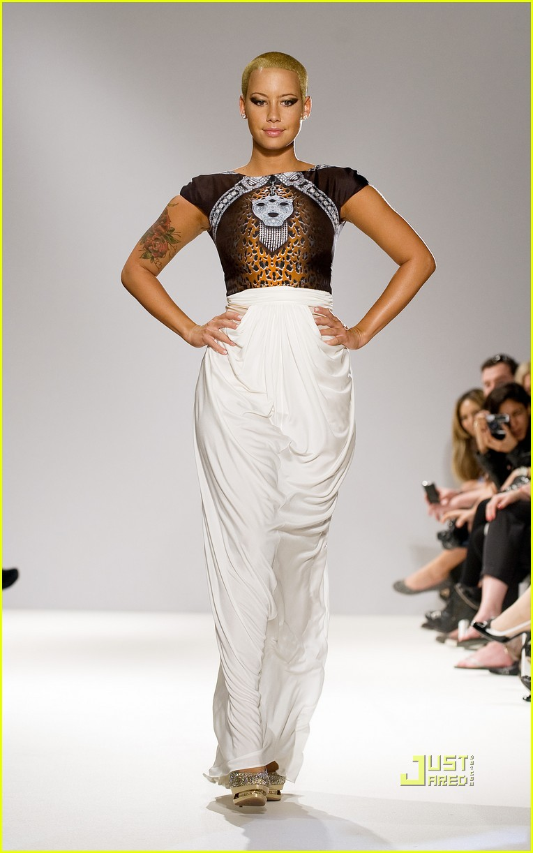 amber rose london fashion week runway 03