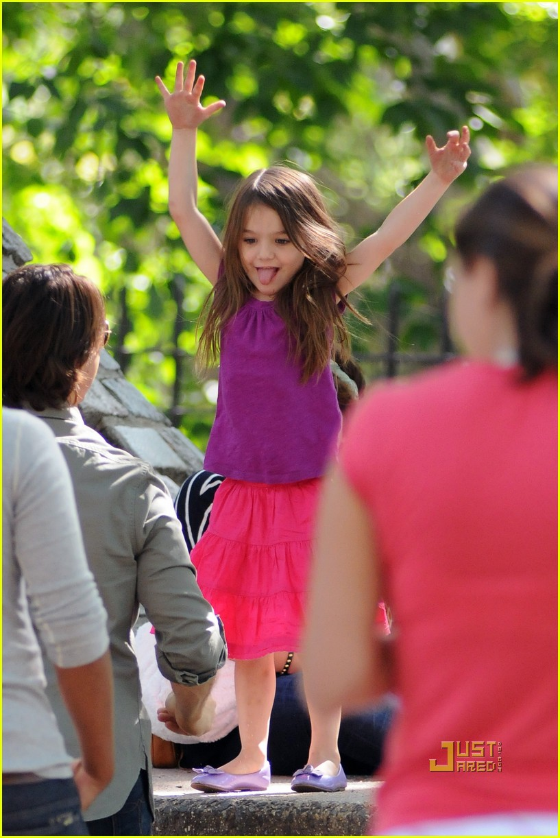 tom cruise suri isabella central park playground 04