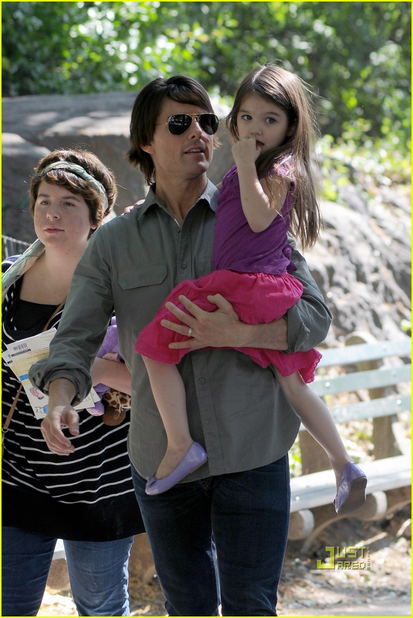 tom cruise suri isabella central park playground 05
