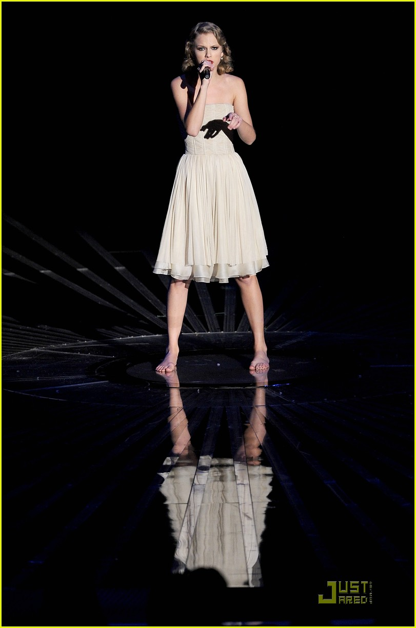 taylor swift mtv vmas innocent song 01