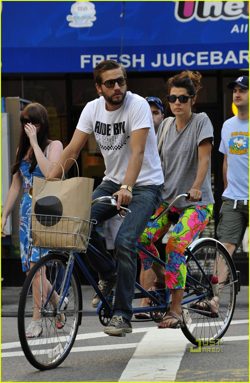 marisa tomei logan marshall green tandem bike 022478451