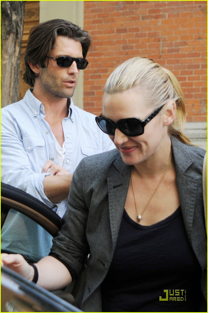 kate winslet louis dowler hold hands 04