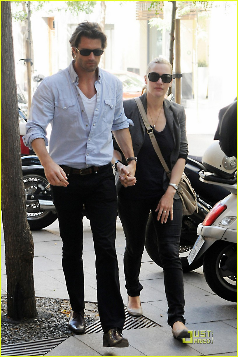 kate winslet louis dowler hold hands 07
