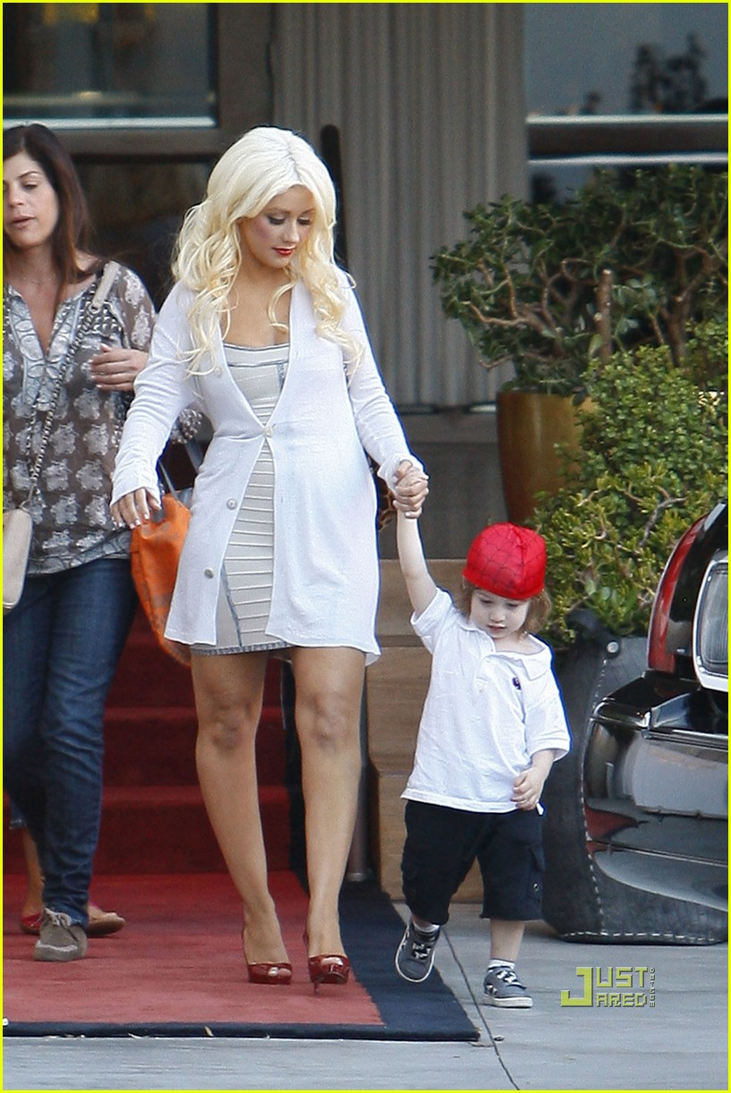 christina aguilera sls move out with max 02