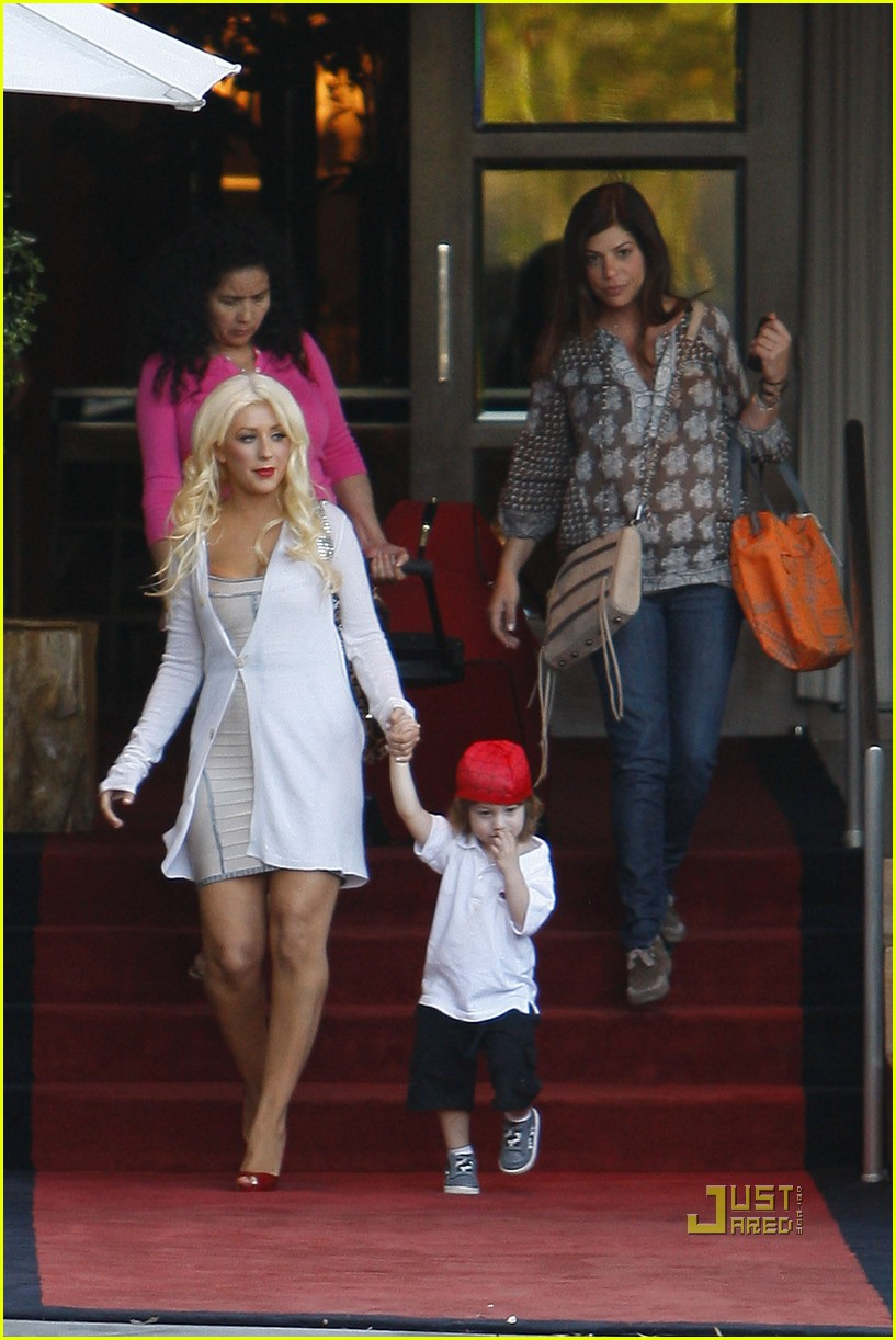 christina aguilera sls move out with max 09