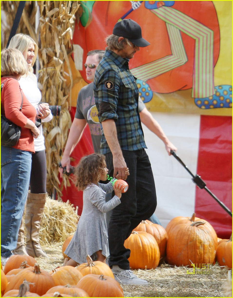 gabriel aubry pumpkin patch papa with nahla 022490043