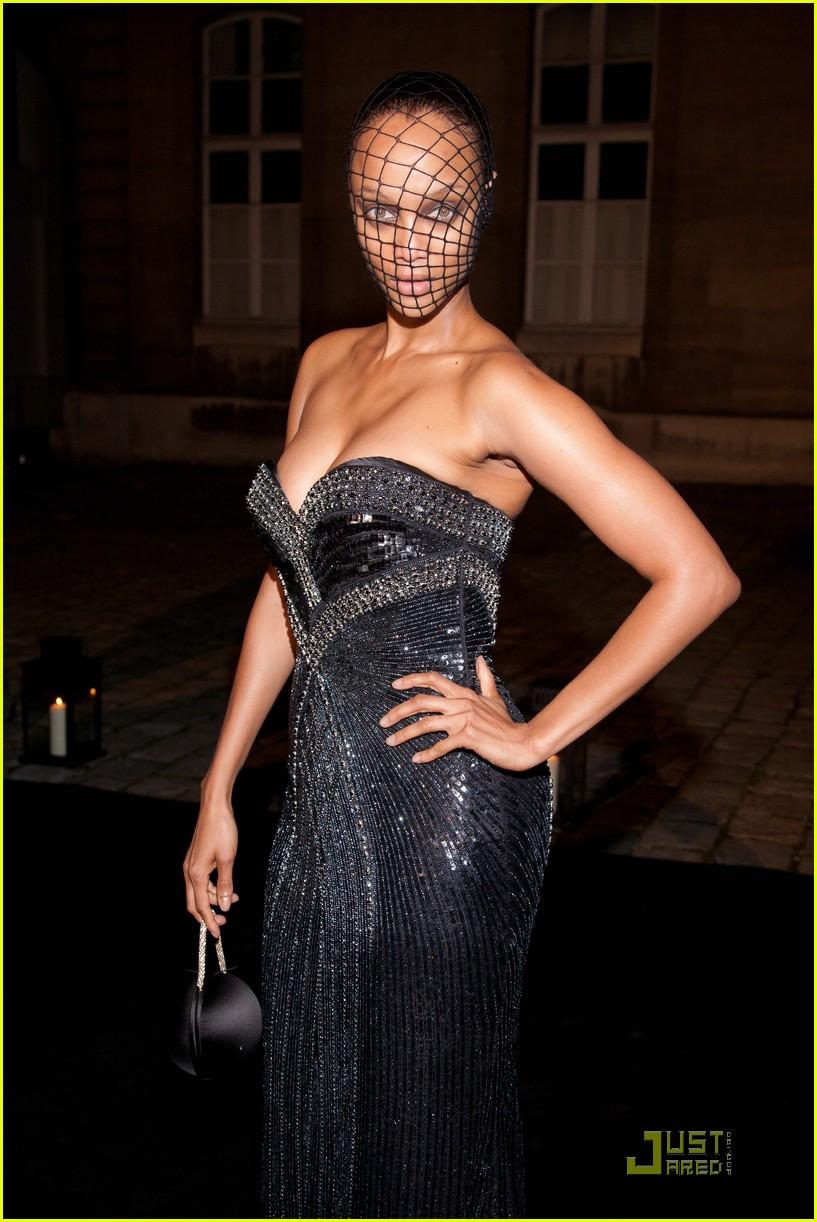 tyra banks: fierce fishnet stockings mask!: photo 2484042 | tyra