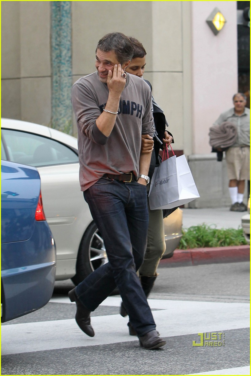 halle berry olivier martinez tmobile twosome 162487508