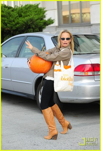 kristin chenoweth petite pumpkin picker 09