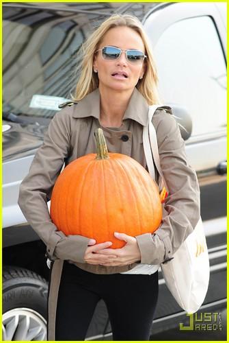 kristin chenoweth petite pumpkin picker 102485532