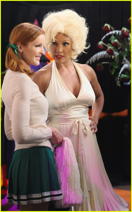 desperate housewives halloween 072485340