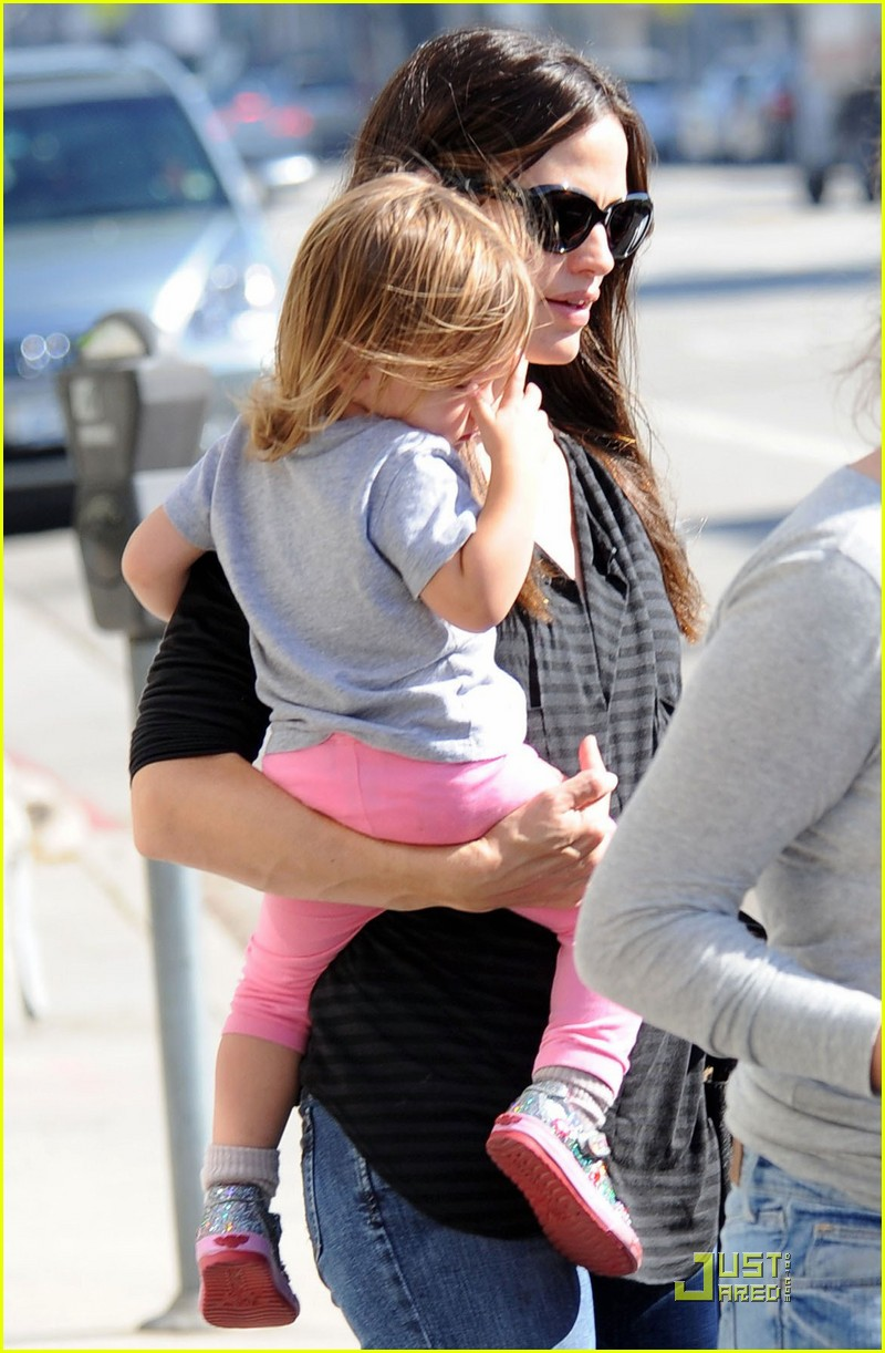 jennifer garner is a mighty mom 032486920
