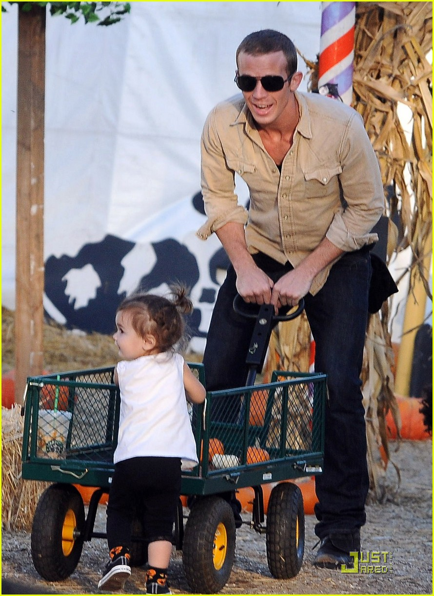 cam gigandet visits a pumpkin patch 13