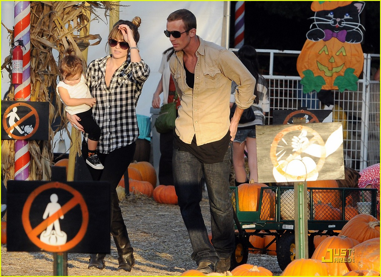 cam gigandet visits a pumpkin patch 16