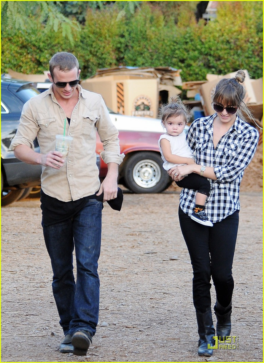 cam gigandet visits a pumpkin patch 17