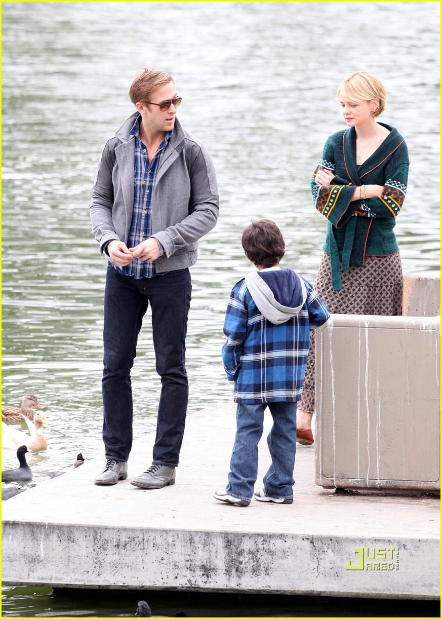 Full Sized Photo of carey mulligan ryan gosling drive feeding ducks 01 ... Ryan Gosling