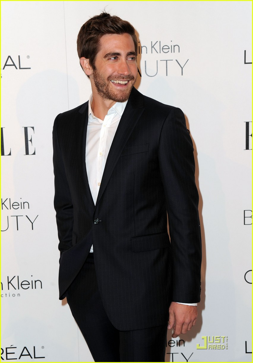 Jake Gyllenhaal Suits Up for Elle's Women in Hollywood Tribute Jake Gyllenhaal