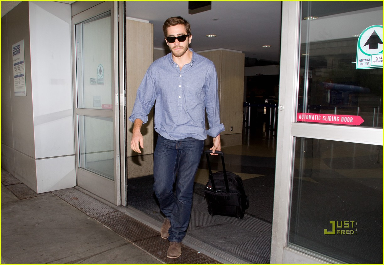 jake gyllenhaal blue shirt lax 04