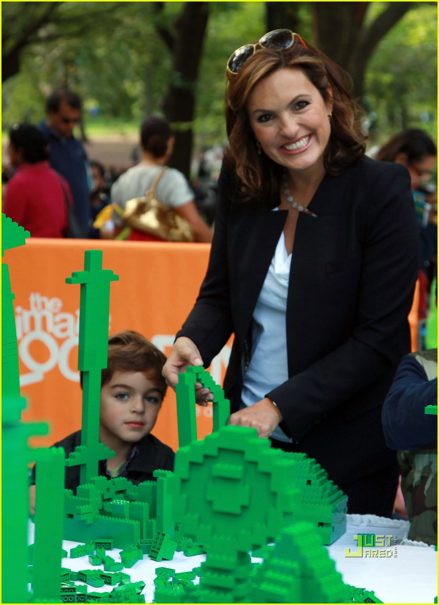 mariska hargitay yo gabba gabba with august 07
