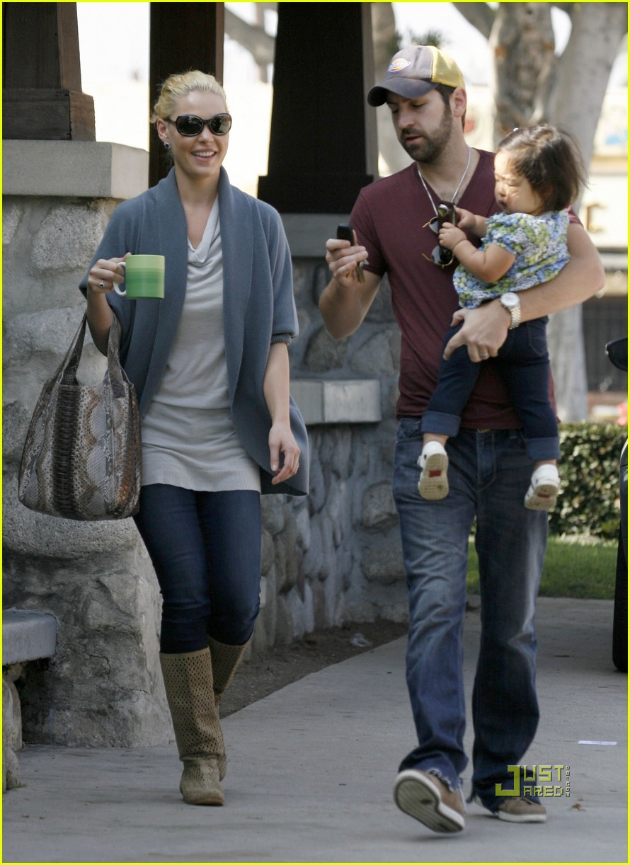 katherine heigl takes her coffee to go 11