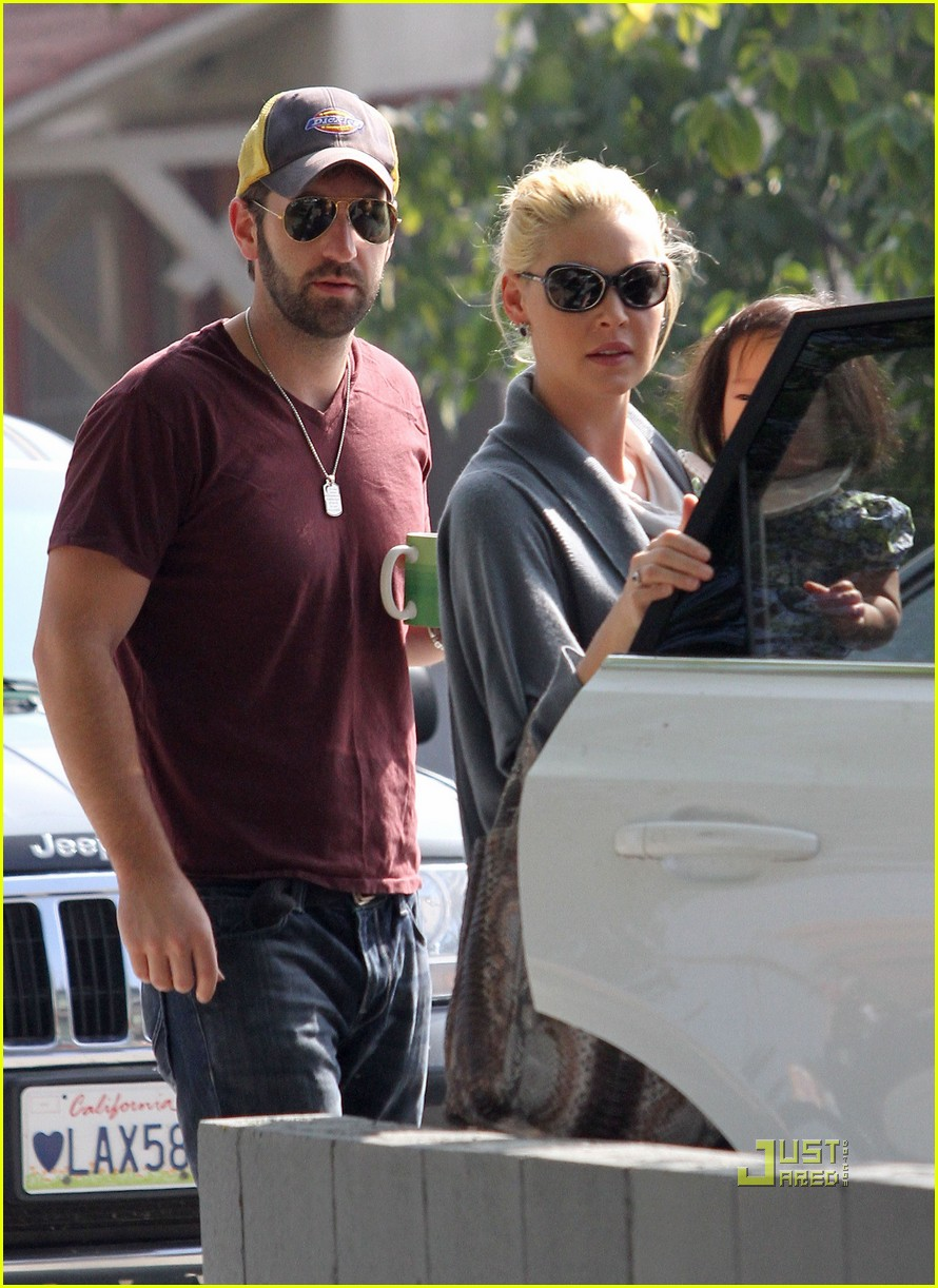 katherine heigl takes her coffee to go 13