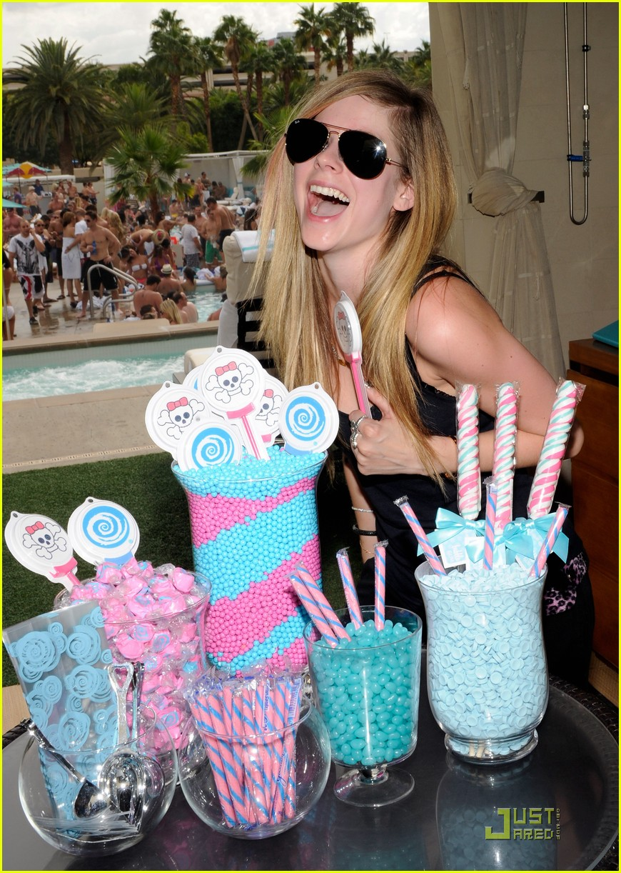 avril lavigne birthday 182484550