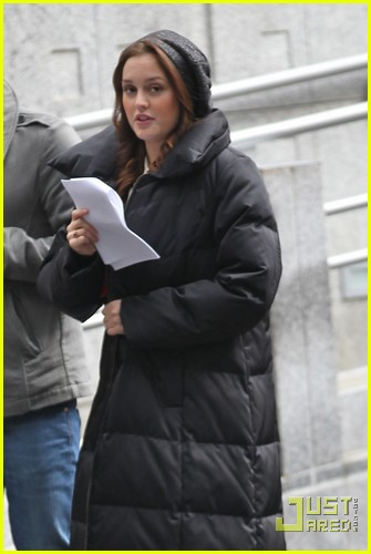 blake lively leighton meester bundle up gossip girl 01
