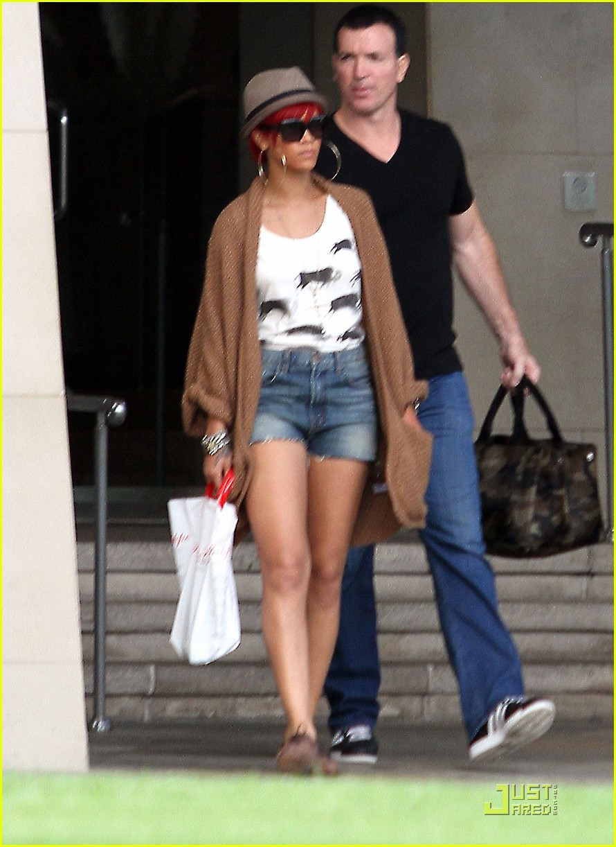rihanna bev hills hotel 02