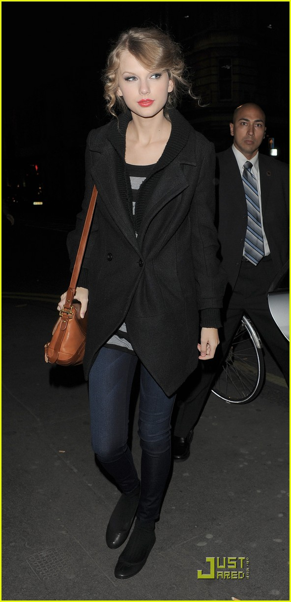 taylor swift shops at topshop 10
