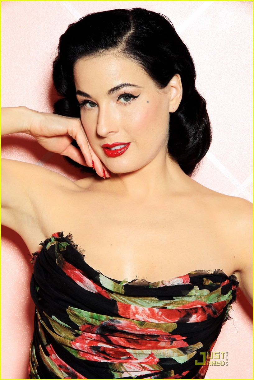 dita von teese gets private cointreau 08