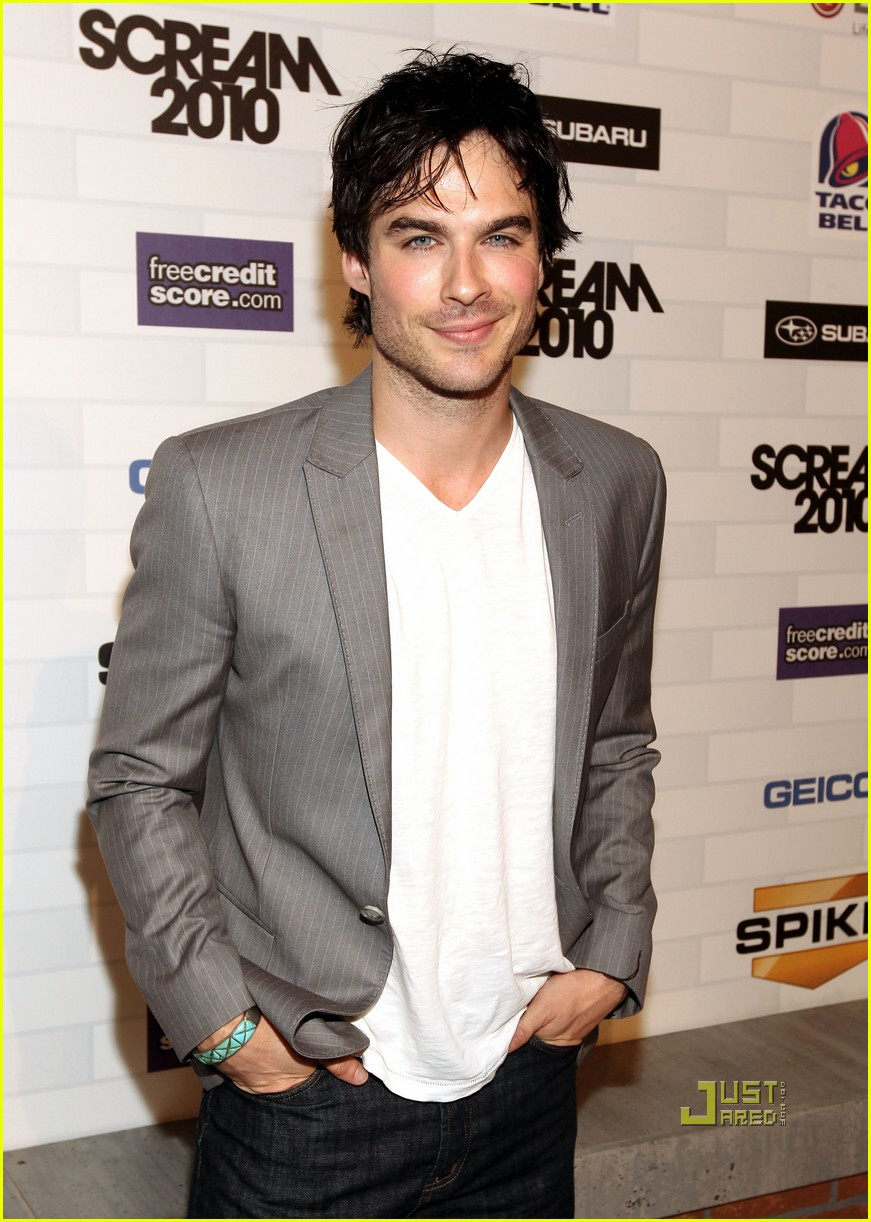 vampire diaries cast scream awards presenters 01