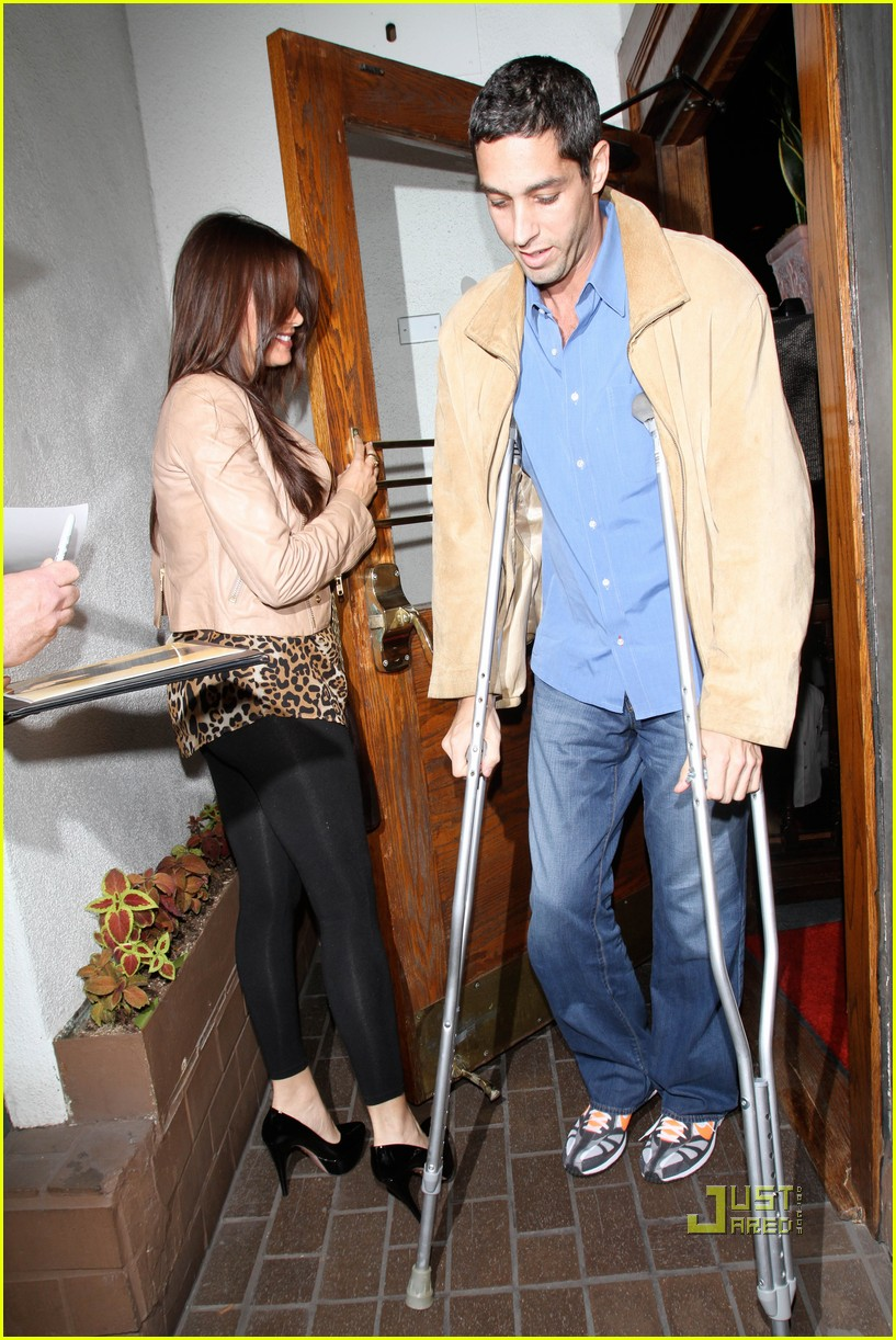sofia vergara date night with injured nick loeb 012490556