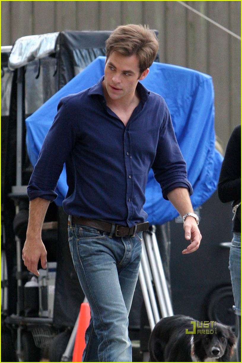 Reese Witherspoon & Chris Pine Work on 'War': Photo ...