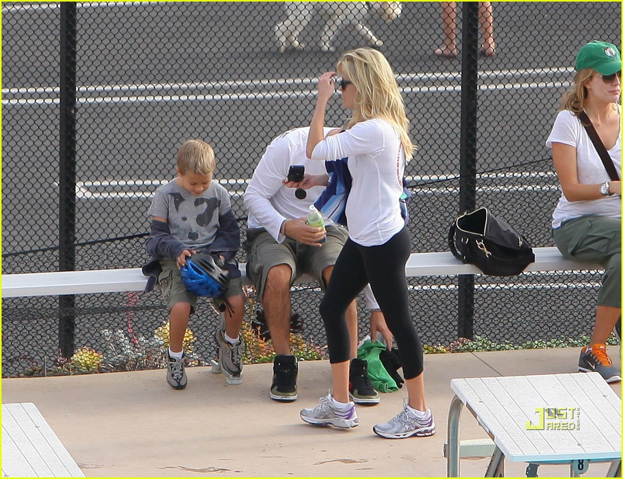 reese witherspoon mother daughter triathlon team 14
