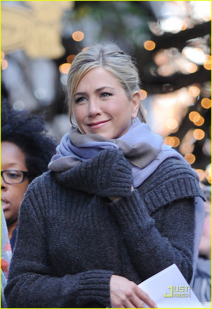 jennifer aniston wrap 03