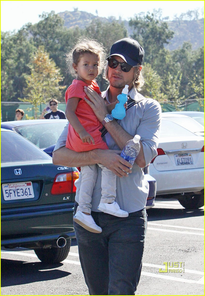 gabriel aubry takes nahla to the zoo 03