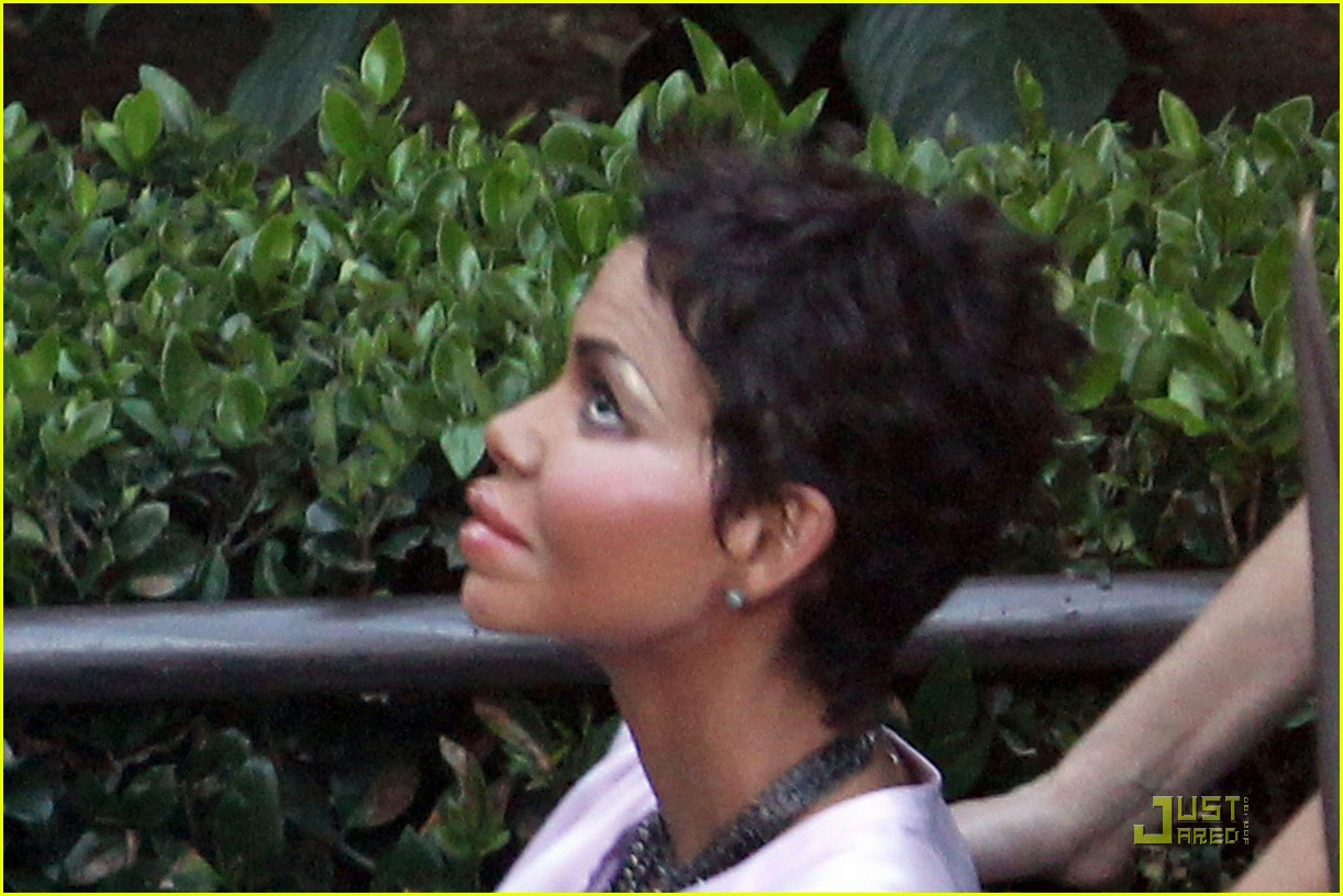 halle berry prosthetic 052492556