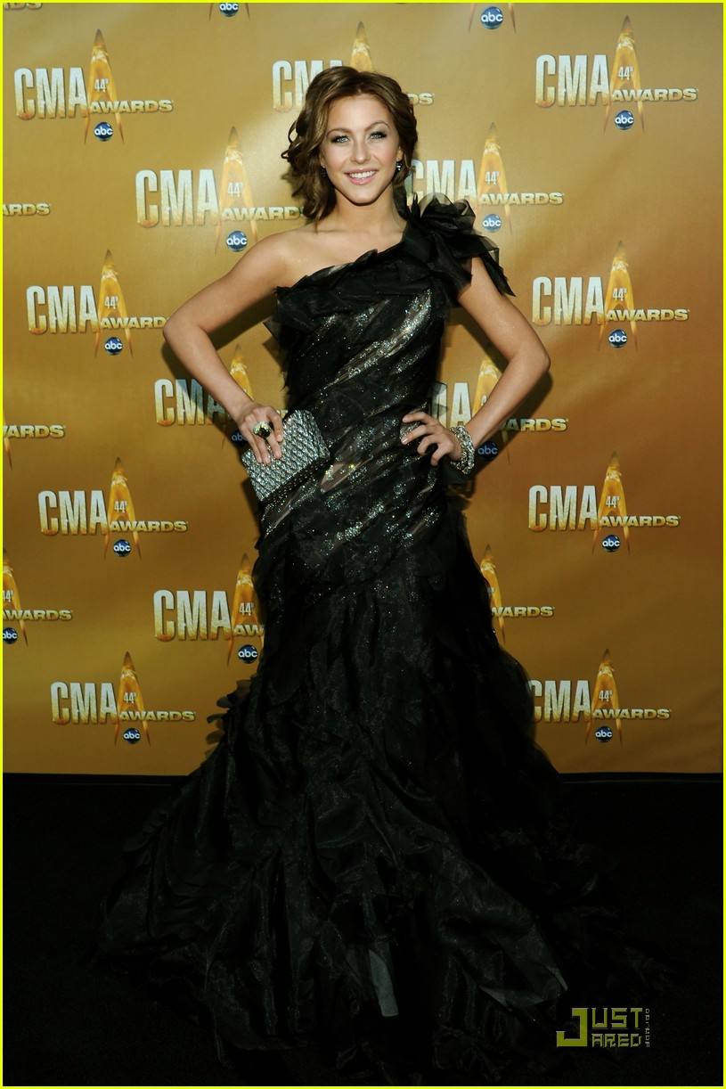 laura bell bundy julianne hough cma 04