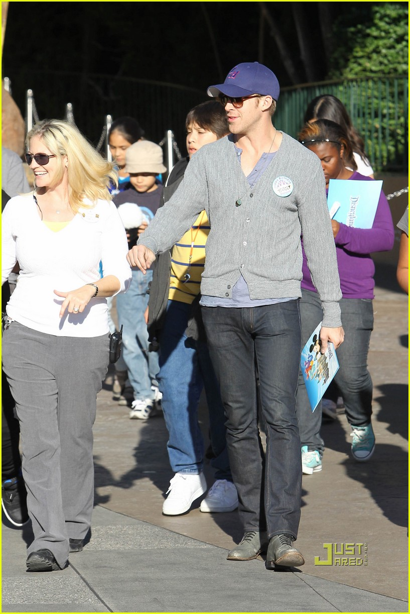 ryan gosling birthday boy at disneyland 11