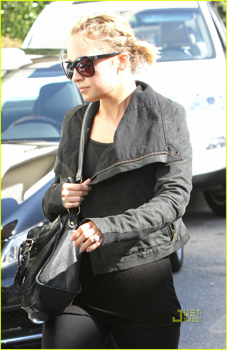 nicole richie ashley greene gym studio city 072493401