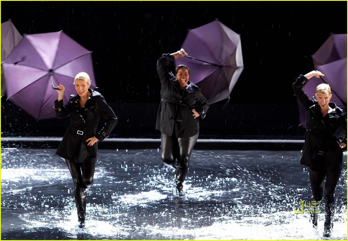 gwyneth paltrow rihanna umbrella 01