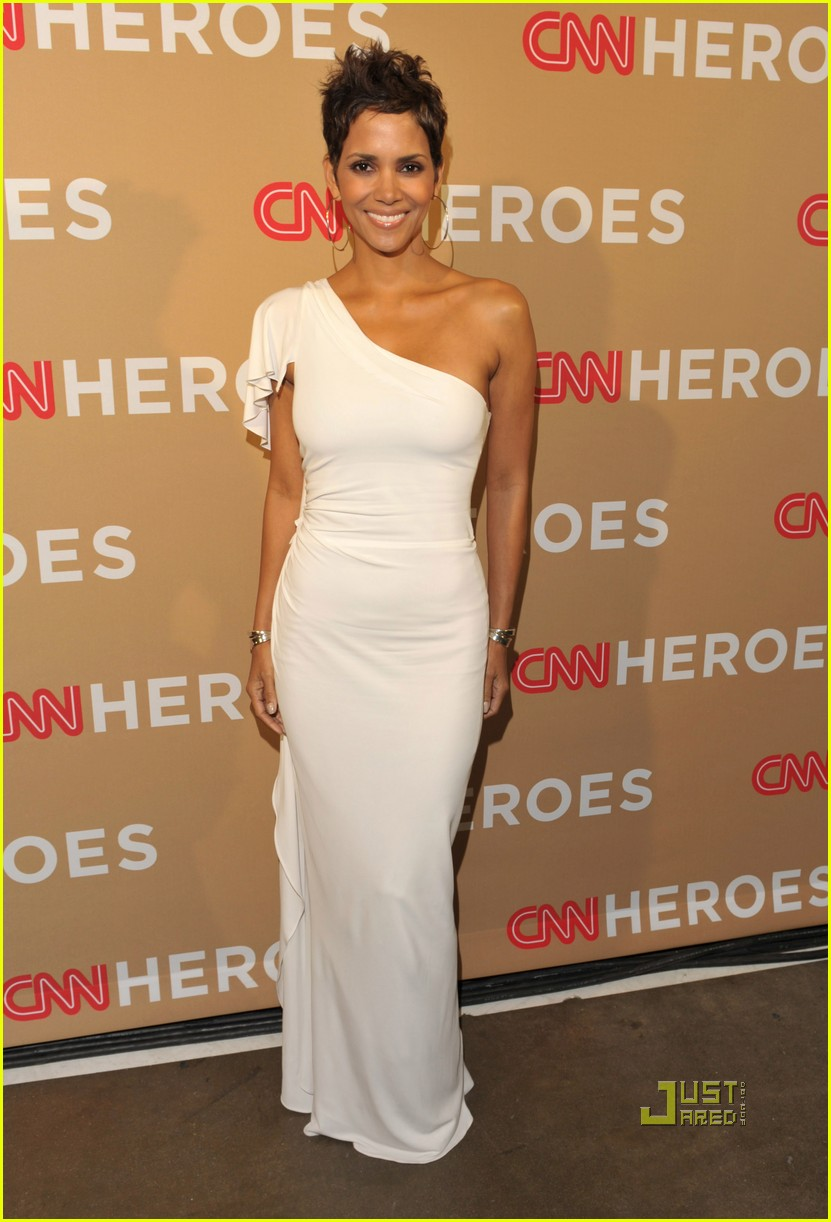 halle berry cnn heroes 022497224