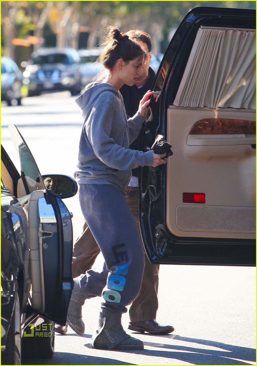 katie holmes lets go workout wear 04