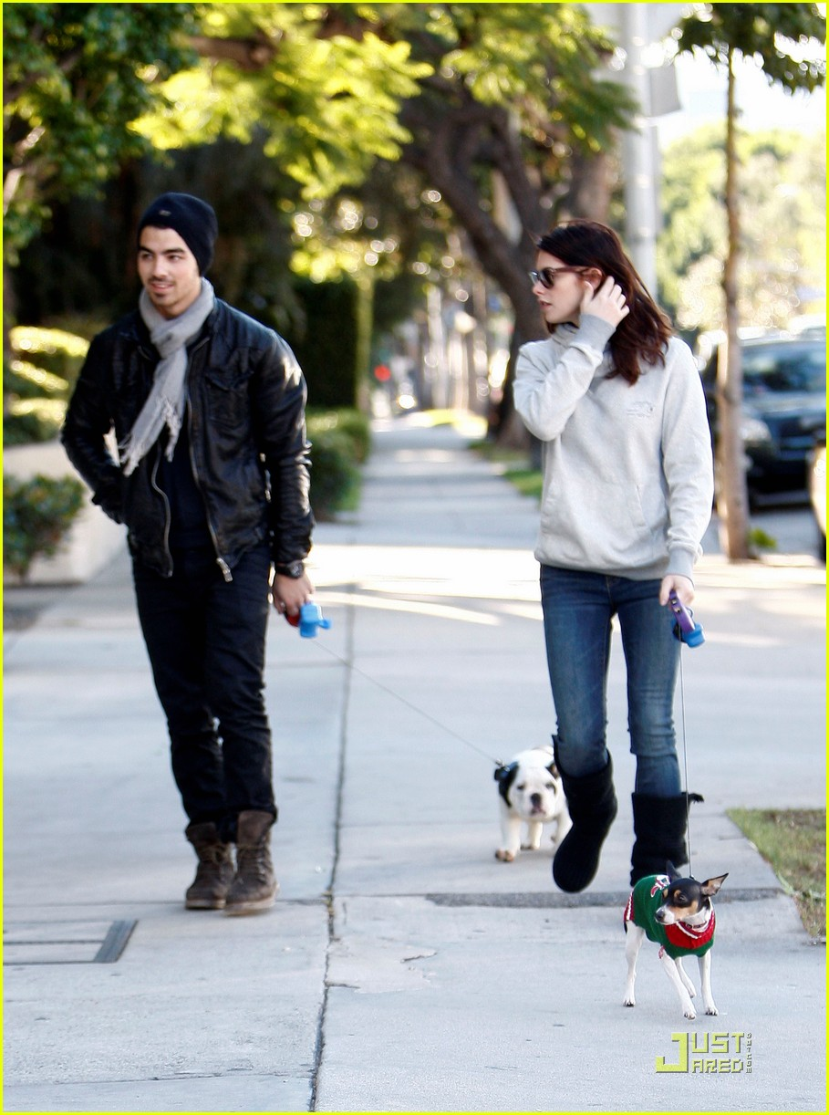 joe jonas ashley greene hollywood 13