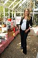 ali larter peanut butter baby bump with julie bowen 04